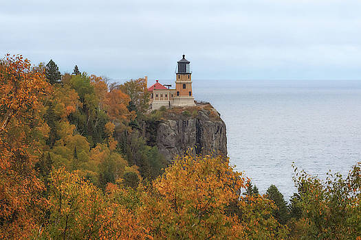 Susan Rissi Tregoning - Autumn at Split Rock Lighthouse