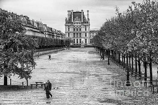 Wayne Moran - Autumn walk along the Champs Elysees Black and White