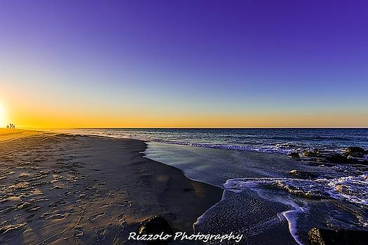 Beach sunrise by Alan Rizzolo