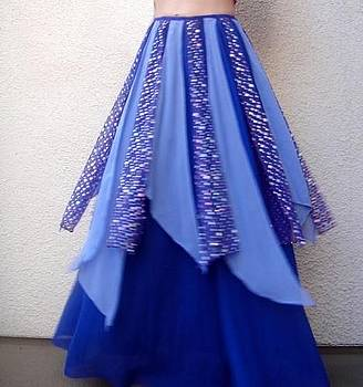 Sofia Metal Queen - Bicolor blue skirt with polka dotted petals