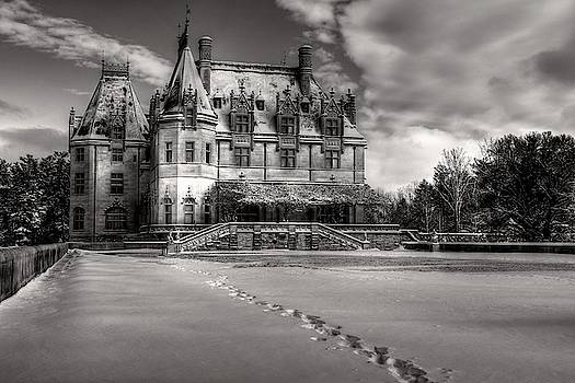 Biltmore House From The Tea Room In Snow In Black And White by Carol Montoya