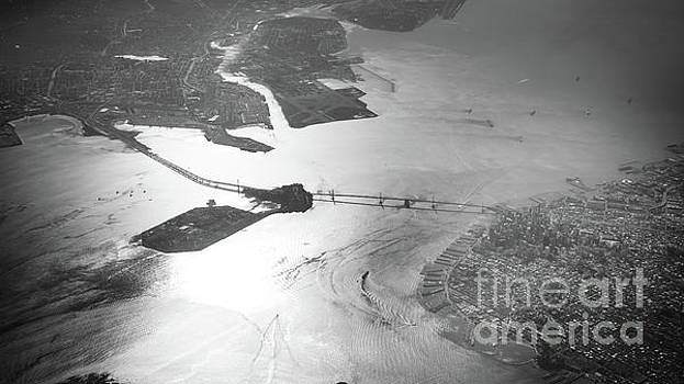 Black and White Aerial View of Downtown San Francisco With sun R by PorqueNo Studios