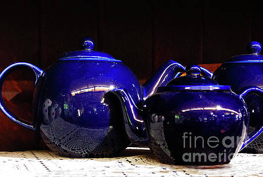 Sharon Williams Eng - Blue Teapots 300