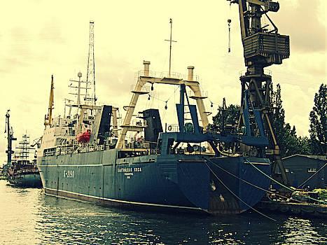 Jurgen Huibers - Boat in Shipyard