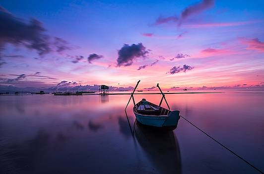Boat under the sunset by Top Wallpapers