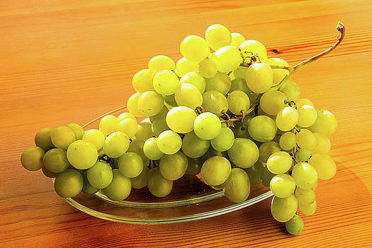Bunch of grapes - 6 by Paul MAURICE
