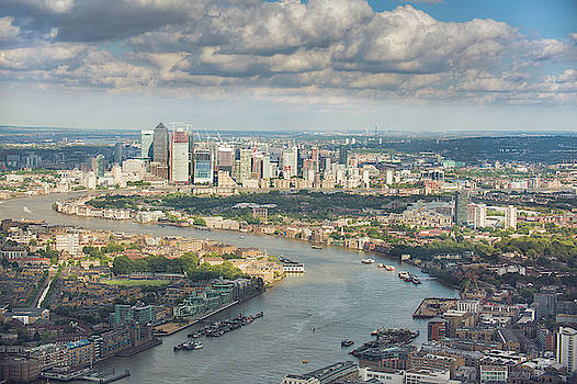 Canary Wharf by Ray Devlin
