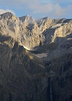 Cascade de Gavarnie by Stephen Taylor
