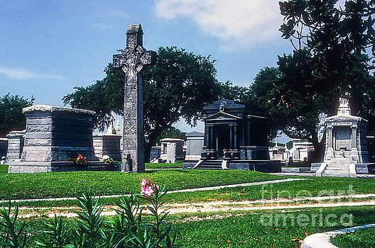 Bob Phillips - Celtic Cross in Metairie Cemetery