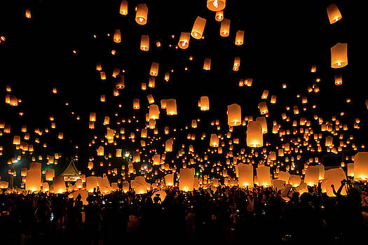 Chiang Mai Lantern Festival by Ian Robert Knight
