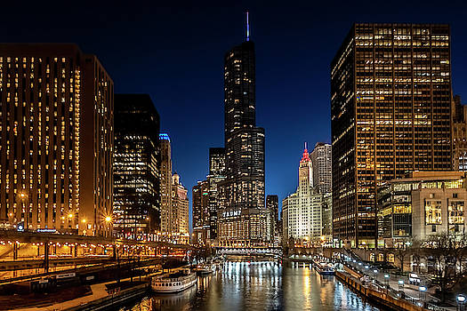 Chicago river and Skyscrapers at dusk by Sven Brogren