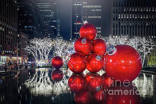 Christmas Comes To Town by Evelina Kremsdorf