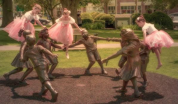 Thomas Gaitley - Circle of Friendship and the Balancing Ballerinas