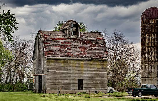 Classic Barn by Ray Congrove