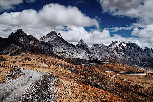 Cycling in the Huascaran National Park in Peru by Kamran Ali