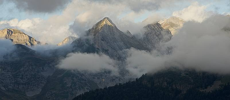 Dark skies above the Ossau Valley by Stephen Taylor