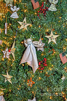 Sandy Moulder - Decorated Freedom of Faith Tree