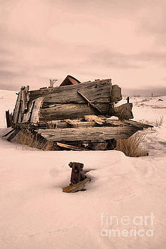 Delapidated wagon in the snow by Jeff Swan