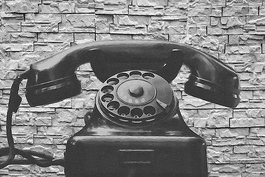 Digital painting of a black antique telephone by Vicen Fotografia