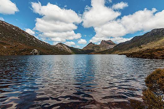 Dove Lake by Sergey Simanovsky