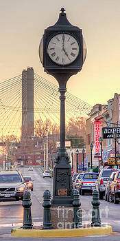 Larry Braun - Downtown Clock looking South