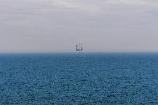 Drilling rig in the Baltic Sea by ReDi Fotografie