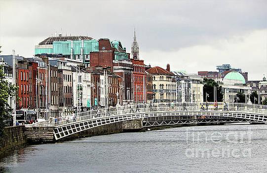 Dublin's Ha'penny Bridge by Suzette Kallen
