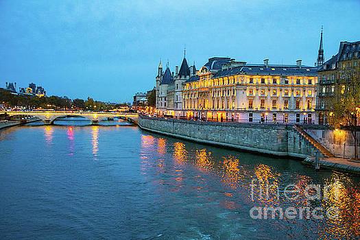 Wayne Moran - Evening on the Seine River Paris France