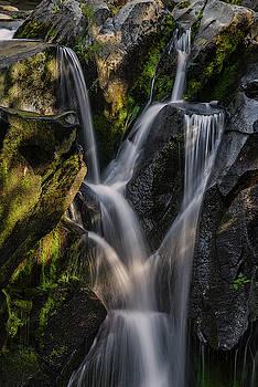 Falling water. by Ulrich Burkhalter