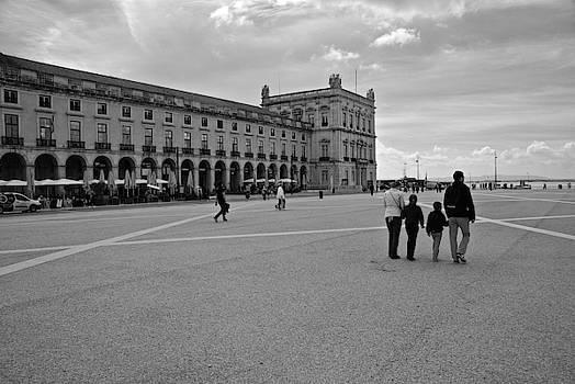 Family on the Cais das Colunas by Eric Tressler