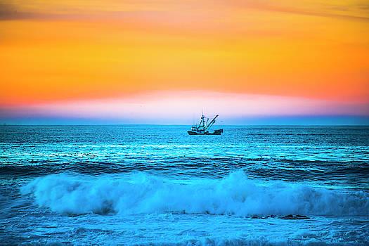 Fishing Boat by Fernando Margolles