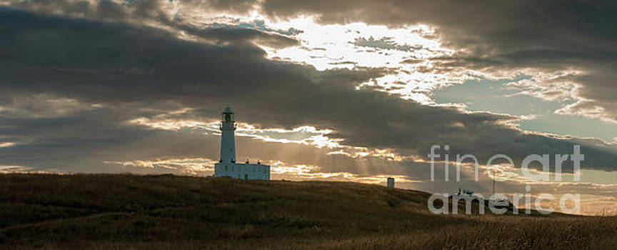 Mariusz Talarek - Flamborough Lighthouses. New and Old