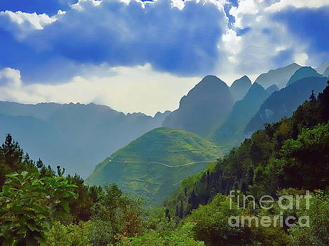 Asia Visions Photography - Foggy Mountains