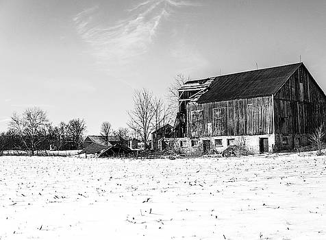 Abandoned barn  by Nick Mares