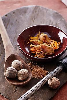 Fresh ground nutmeg by Cuisine at Home