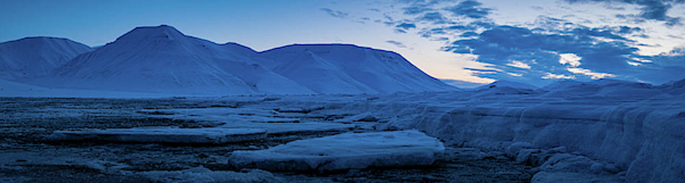 frozen coastline near Longyearbyen by Kai Mueller