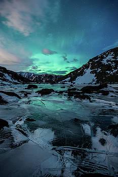 Gale-Force Aurora V by Tim Newton