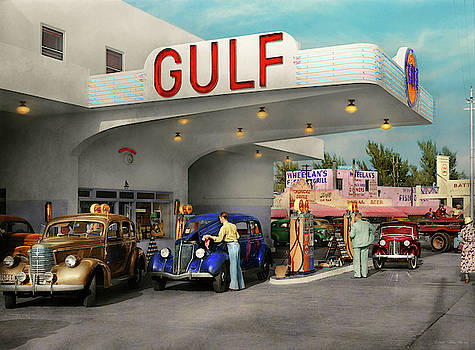 Mike Savad - Gas Station - The great american road trip 1939