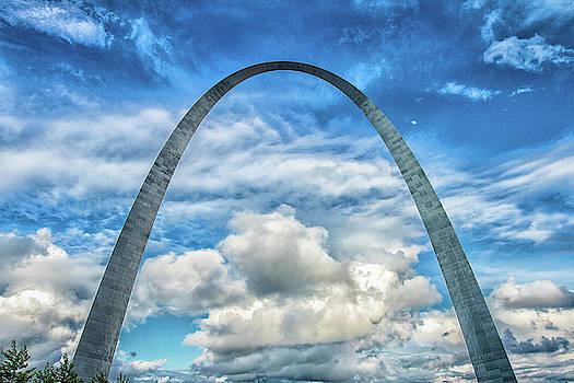Gateway Arch by Robert Hebert