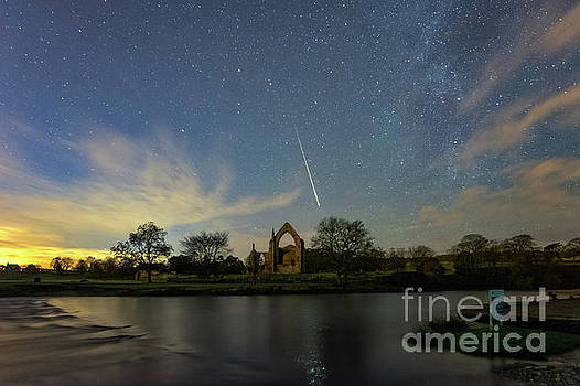 Mariusz Talarek - Geminid meteor caught in Bolton Abbey on 3rd December 2018