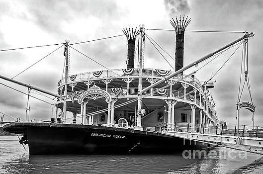 Mel Steinhauer - Grand Old Riverboats Black and White