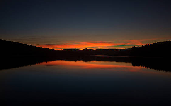Sunset in the reservoir by Vicen Photography