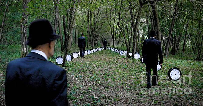 Heisenberg's Forest by Roberto Agagliate