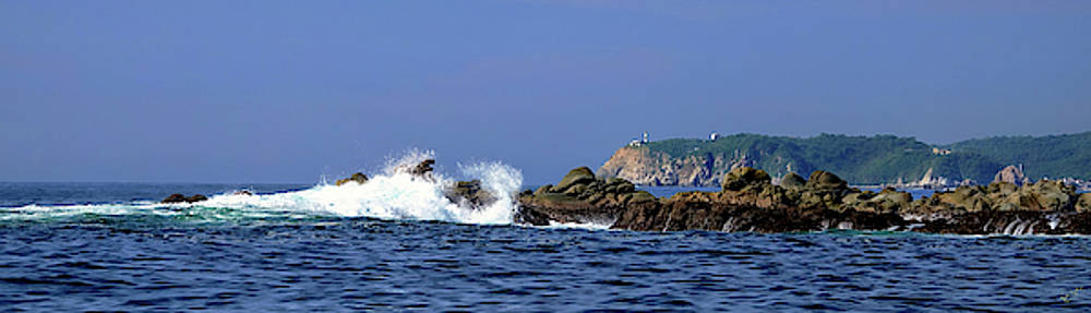 Huatulco Lighthouse by Rick Lawler