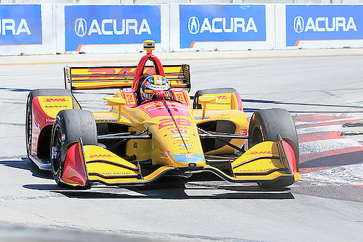 Hunter-Reay Into Turn 1 by Shoal Hollingsworth
