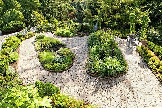 If Gulliver had a Herb Garden by Marilyn Cornwell