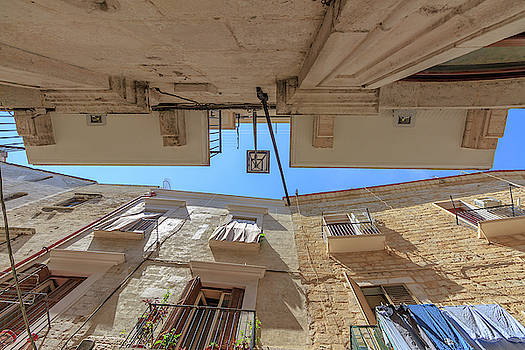 In the little streets of Bari by ReDi Fotografie