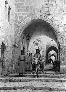 Jerusalem Street in 1909 by Munir Alawi
