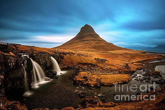 Kirkjufell Flow by Jamie Pham