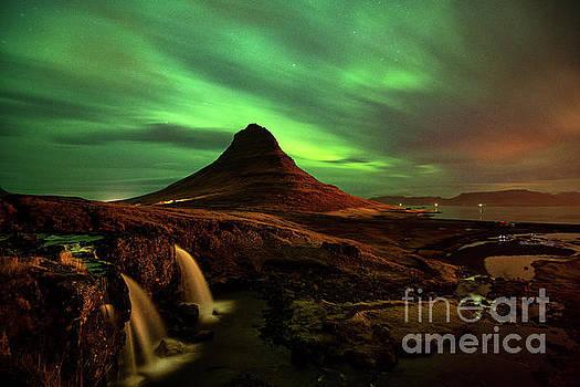 Kirkjufell Glow by Jamie Pham
